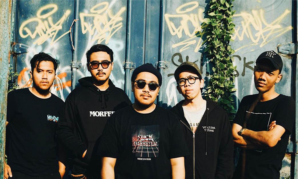 Riak Tenaga Pop Punk Reverie dengan EP Perdana